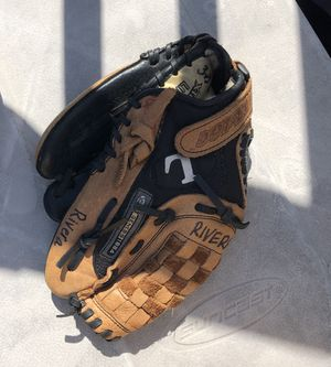 Louseville Slugger Baseball Glove for Sale in Baltimore, MD