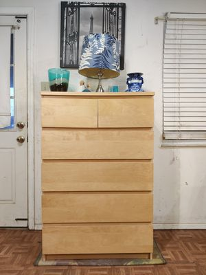 """Nice big chest dresser with big 6 drawers in good condition, all drawers working well driveway pickup. L31.5""""*W19""""*H48.5"""" for Sale in West Springfield, VA"""