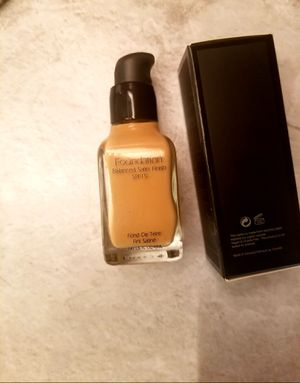 Foundation balanced satin SPF 15 (2×36) for Sale in Fontana, CA
