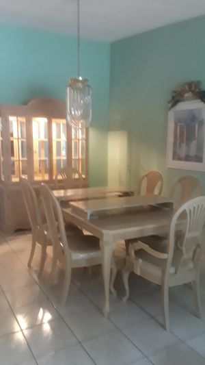 Dinning room with Buffet/China for Sale in Miami, FL