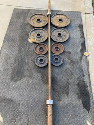 Bench press, weights plates, bar and clips for Sale in Hemet, CA