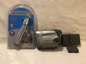 Like new Canon DVD Disc camcorder. With mini tripod for Sale in Vacaville, CA
