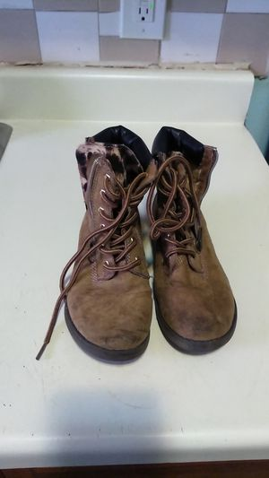 Candie's Girl Size 2 Medium boots for Sale in Brooklyn, NY