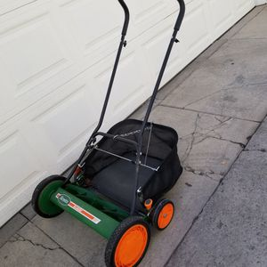 Lawn Mower Push Type Scott's 20 Inch for Sale in Los Angeles, CA