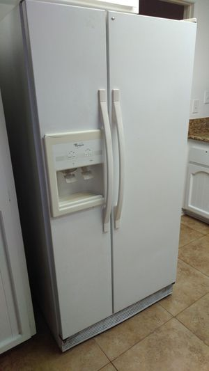 Free refrigerator in working condition for Sale in Costa Mesa, CA
