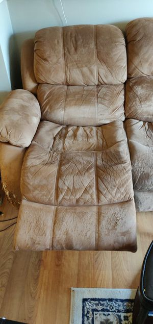 Recliner sofa. In great working condition and very comfortable. FREE for Sale in Cambridge, MA