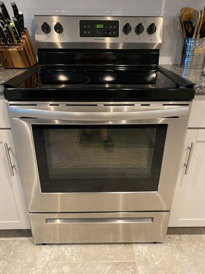 Frigidaire Electric Rand & Over the range Microwave for Sale in Wesley Chapel, FL