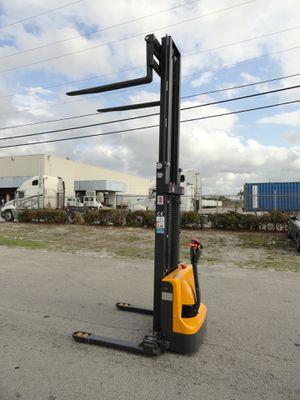 Ekko 2020 full electric stacker forklift 2,640lb capacity 11.5 feet mast height for Sale in Tampa, FL