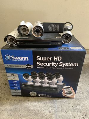 Swann nvr 8 channel with 4 camera 4 mp for Sale in Los Angeles, CA
