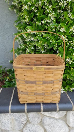 Signed Longaberger J.W. Collection 1986 edition TWO PIE BASKET for Sale in Mission Viejo, CA