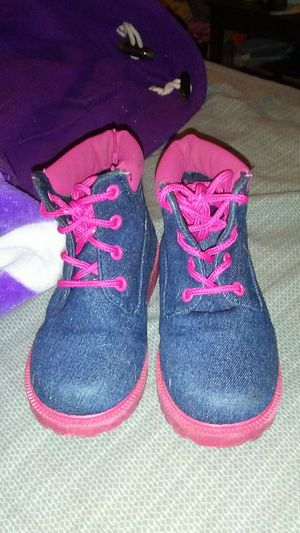 Tims little girls size 9 boots for Sale in Cleveland, OH