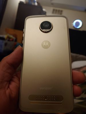 Unlocked Verizon Moto Z2 Play with controller for Sale in Port St. Lucie, FL