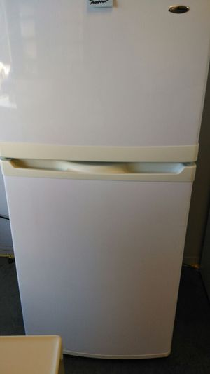 Amana white refrigerator for Sale in Cleveland, OH