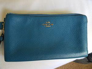 COACH clutch wallet for Sale in Colma, CA