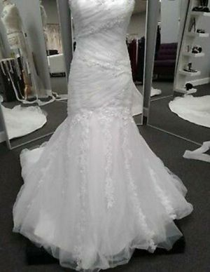 Beautiful elegant mermaid style wedding ball gown dress for Sale in Chicago, IL