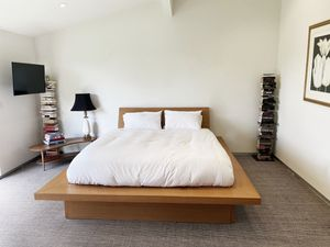 PLATFORM BED for California King Matress for Sale in West Hollywood, CA