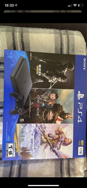 Ps4 console with 3 games for Sale in Lighthouse Point, FL
