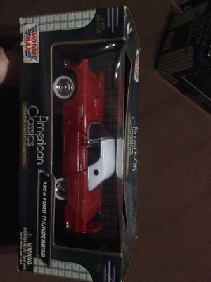 American classics 1956 Ford Thunderbird 1:24 scale for Sale in Fresno, CA