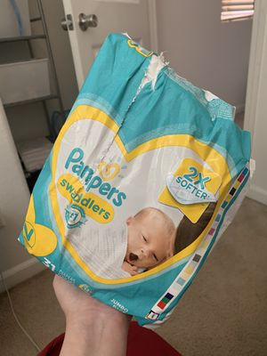Pampers & Luvs Newborn Diapers for Sale in Dinuba, CA