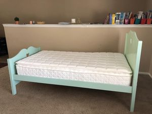 Twin bed with mattress for Sale in Baton Rouge, LA