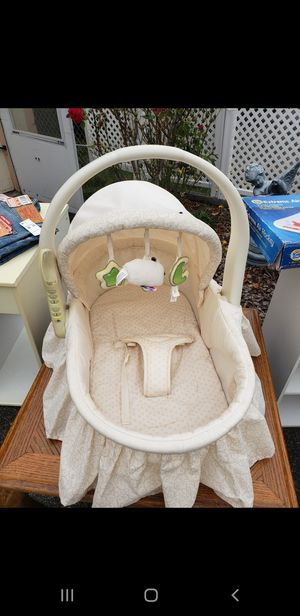 Very nice and clean portable baby bassinet for Sale in Tacoma, WA