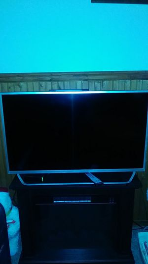 Element 40 inch TV with remote for Sale in Tacoma, WA