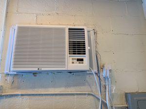 Almost new window Air conditioner. for Sale in Orlando, FL