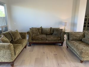 Beautiful couch, love seat and chaise set for Sale in Phoenix, AZ