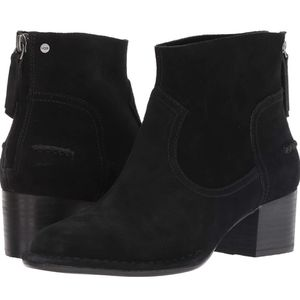 UGG Women's W Bandara Ankle Fashion Boot for Sale in Calabasas, CA