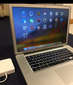"""MacBook Pro 2011 15"""" i7cpu,It only takes a few seconds to power on。 for Sale in Brooklyn, NY"""