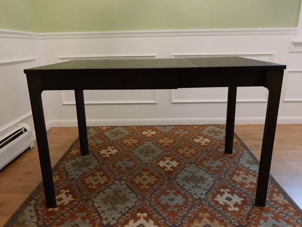 Extendable kitchen table for 2-4 people