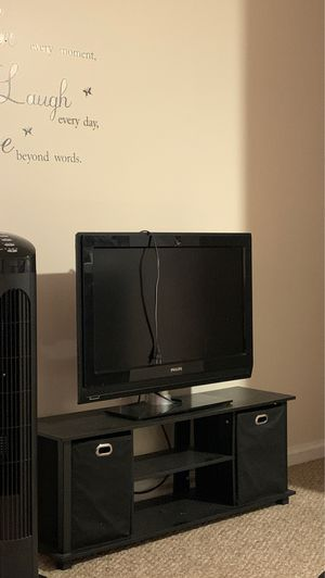 TV and tv stand for Sale in Bridgeport, CT