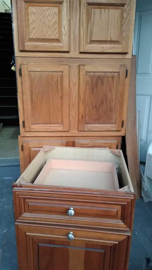 7 kitchen cabinets in good condition for Sale in Norwich, CT
