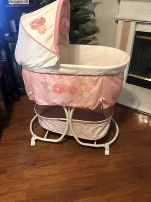 Baby girl bassinet for Sale in Grand Prairie, TX