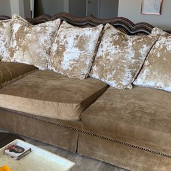 Gorgeous Custom Sectional From Model Home. Old Fashioned High Quality Construction—built To Last. Down Stuffed Cushions Never Flatten. for Sale in Las Vegas,  NV