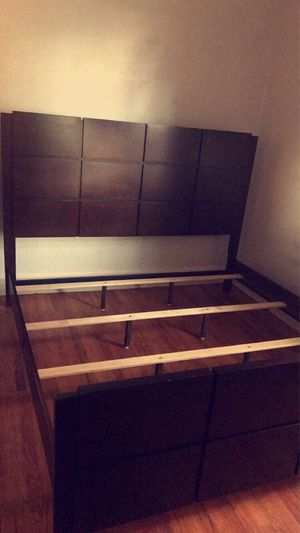 Wooden King Size Bed Frame for Sale in Baltimore, MD