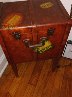 Retro Small Trunk Case Cabinet Stand for Sale in St. Louis,  MO
