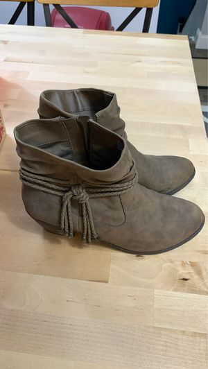 Leather bootie with rope fringe size 6 for Sale in Frame, WV