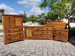 Solid Wood Queen Bedroom Set for Sale in Alafaya, FL