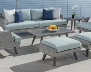 Very gently used outdoor patio furniture for Sale in Issaquah, WA