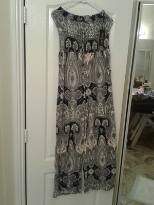 Beautiful jumpsuit strapless for Sale in North Las Vegas, NV