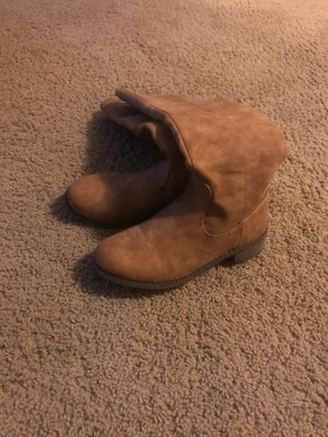 Little girl size 3 boots. Used for Sale in Dallas, GA