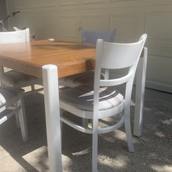 Table And 4 chairs With Extention Leaf for Sale in Sanford,  FL