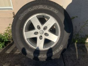 "Car Jeep Wrangler Set of 5 wheel like new one with tire 17 "" wheel for Sale in Tampa, FL"