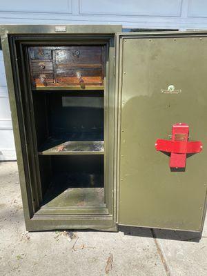 Shaw Walker WW2 era safe. for Sale in Billings, MT