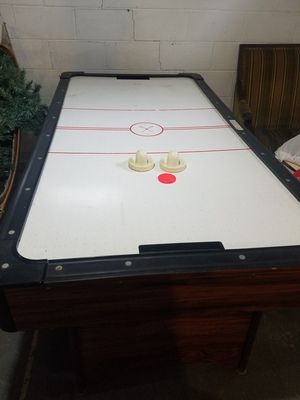 Air hockey table for Sale in MENTOR ON THE, OH