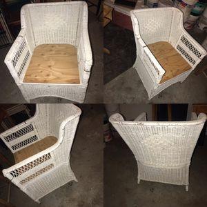 White Wicker chair & furniture set for Sale in Goose Prairie, WA