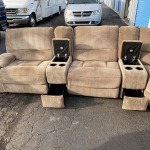 Beautiful 7 Piece Electric Reclining Home Theater Sofa -no Rips- No Stains- Dog Friendly for Sale in Roseville, MI