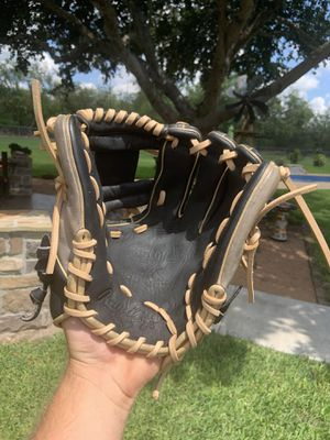 Rawlings heart of the hide 11.5 inch baseball glove for Sale in Victoria, TX