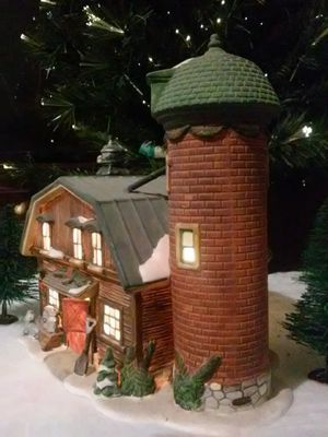 🎄 Christmas Village Barn (9 Inches Tall Lighted Porcilen) for Sale in MIDDLEBRG HTS, OH